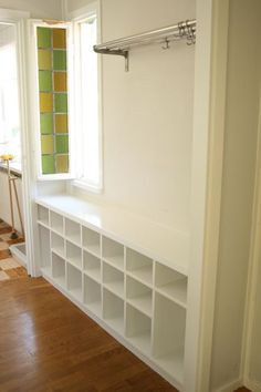 Front entryway shoe holder-I wish I knew how to make one of these!!:-(
