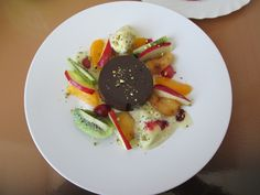 Torteau  dessert  au chocolate   macedoine de  fruits   frais  Gino D'Aquino