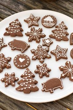 23 Clever DIY Christmas Decoration Ideas By Crafty Panda Christmas Snacks, Christmas Gingerbread, Christmas Cooking, Gingerbread Cookies, Xmas Cookies, Sugar Cookies, Cookie Designs, Cookie Decorating, Cookie Recipes