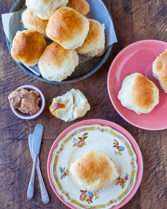 The Best Soft and Fluffy Honey Dinner Rolls - Soft, fluffy rolls brushed with sweet honey butter! Truly the best dinner rolls ever. They disappear so fast at holiday meals Honey Butter, Butter Pecan, Thanksgiving Stuffing, Thanksgiving Recipes, Holiday Recipes, Skillet Bread, Crumble Topping, Sweet Potato Casserole, Dinner Rolls