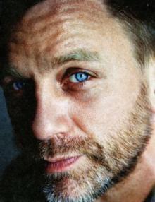 Daniel Craig. No fair.  No way. No puedo, man!  Daniel, this sneak attack was uncalled for!!