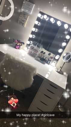 Ikea Alex Drawers und Linnmon Table top als Vanity + DIY Hollywood Vanity Mirror . Cute Bedroom Decor, Bedroom Decor For Teen Girls, Teen Room Decor, Stylish Bedroom, Room Ideas Bedroom, Cute Bedroom Ideas, Vanity Makeup Rooms, Makeup Room Decor, Diy Vanity