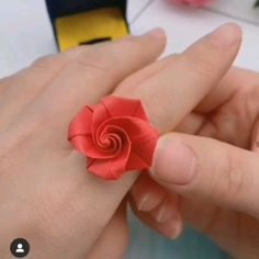 Origami And Kirigami, Origami Rose, Paper Crafts Origami, Easy Paper Crafts, Diy Crafts For Gifts, Diy Arts And Crafts, Origami Paper, Decor Crafts, Origami Flowers Tutorial