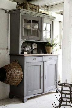 Swedish Decor Inspiration for Small Apartment - The Urban Interior Farmhouse Style Bedrooms, Farmhouse Decor, Farmhouse Ideas, Swedish Decor, Furniture Inspiration, Country Decor, Furniture Makeover, Painted Furniture, Painted Hutch