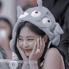 jennie jendeuk jedeukie jen solo kim jennie aesthetics aesthetic cute soft pastel blackpink black pink yg gg kpop korean korea 블랙핑크 r o s i e
