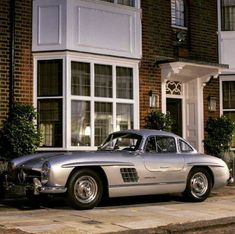 Mercedes Benz spotted in London. Pic via: Valentino H… Mercedes Benz 300 Sl, Mercedes 300sl, Mercedes Truck, Fancy Cars, Retro Cars, Vintage Cars, Classic Sports Cars, Classic Cars, Automobile