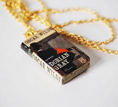 Dorian Gray's mini book necklace; anebo Šťastný princ a jiné pohádky, Andersenovy pohádky, Mumínci, Hobit...