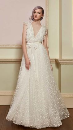 The latest Jenny Packham bridal collection was inspired by The Falling, more details here! Take a look at pictures of Jenny Peckham 2018 Wedding Dress Collection on Arabia Weddings. Jenny Packham Wedding Dresses, Jenny Packham Bridal, Blue Wedding Dresses, Designer Wedding Dresses, Bridal Dresses, Wedding Gowns, Gown Designer, Tulle Wedding, Dresses Dresses