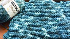 Chunky Crochet Blankets Bernat Blanket by Jeanne. - Crochet Patterns, Challenges, Videos Tips Crochet Crafts, Crochet Yarn, Easy Crochet, Crochet Blankets, Beginner Crochet, Crochet Ideas, Crochet Projects, Crochet Scarves, Baby Blankets