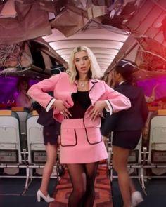 dua lipa vintage style fashion outfits break my heart music video Outfits Dia, Clueless Outfits, Pink Outfits, Fashion Outfits, Fast Fashion, Fashion 2020, Style Fashion, Dua Lipa Tattoo, Dua Lipa Dua Lipa
