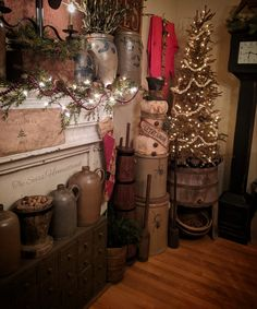 Country Sampler Magazine, Primitive Homes, Home Decor Pictures, Magical Christmas, Primitive Christmas, Country Decor, Winter Wonderland, Christmas Decorations, Pantries