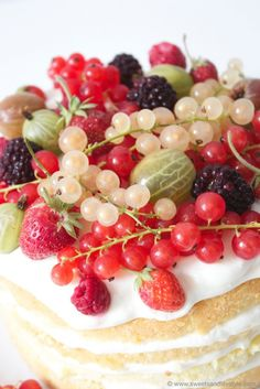 Naked Cake mit Beeren von Sweets and Lifestlye
