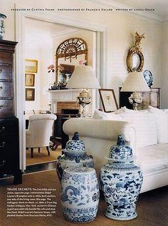 Salon en blanc et bleu - White and blue living room - Whitney Fairchild home in House & Garden Enchanted Home, Blue And White China, Blue China, Blue Brown, White Gold, Chinoiserie Chic, White Rooms, Ginger Jars, White Decor