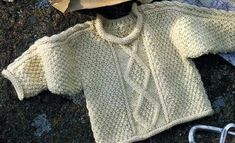 [Tricot] Le pull irlandais pour bébé [Tricot] The Irish Baby Sweater - The Knitting and Crafts Store Knitting For Kids, Baby Knitting, Crochet Baby, Knit Crochet, Tricot Baby, Pull Bebe, French Baby, Irish Baby, Baby Sweaters