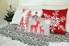 Vintage Chic Christmas Tree http://www.itsoverflowing.com/2012/12/vintage-chic-christmas-tree/