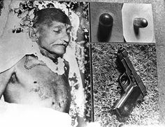 Father of the nation, Mahatma Gandhi assassinated on January Indian Pictures, Rare Pictures, Rare Photos, History Of India, History Pics, Mahatma Gandhi Photos, Freedom Fighters Of India, Creepy History, Inspirational Life Lessons