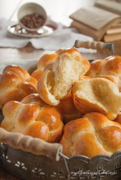 Sweet Brioche Buns - My Blueberry Basket Bread recipes to inspire me. Brioche Rolls, Brioche Bread, Brioche Bun, Sourdough Brioche Recipe, Yeast Bread, Challah, Baby Food Recipes, Baking Recipes, Chef Recipes