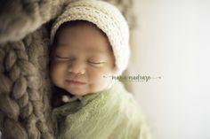 Estudio de fotos de recién nacido. Newborn photoshoot. Smily baby. Adorbale 15 days old girl.