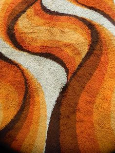 I know you dream about having your house full of these retro pattern wallpapers and orange shag carpet, but you wonder, how? Well you could search in thrift stores in quest for vintage items but th… Op Art, 70s Bedroom, Brown Color Schemes, Brown Home Decor, Retro Interior Design, Motif Vintage, 70s Aesthetic, 70s Home Decor, Shag Carpet