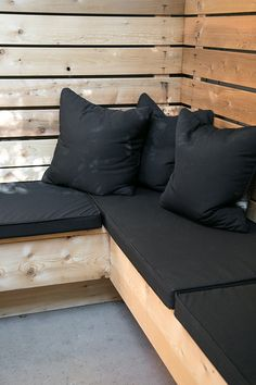 wood built-in seating with black water-resistant uplostery / sfgirlbybay