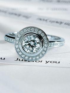 カルティエ(Cartier)  永遠に続く愛の調和を表現した真円の輝きに魅せられて