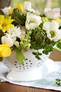 Love the use of the Colander as the vase! This spring vegetable medley blends artichokes, asparagus, and broccoli florets with white and yellow flowers. Sprigs of parsley, basil, and other herbs fill in with delicate scents and more shades of green. Green Flowers, Pretty Flowers, Silk Flowers, Flowers Garden, Yellow Roses, Exotic Flowers, Summer Flowers, Pink Roses, White Flowers