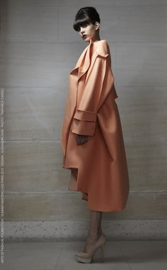 Alexandra Nam - a collaboration with Maison Lesage, under the direction of Zoe Vermeire Fashion Details, Love Fashion, High Fashion, Fashion Show, Womens Fashion, Fashion Design, Fast Fashion, Merian, Lesage