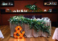 Купить Декор президиума живыми цветами, тканью, элементами интерьера - оформление свадьбы, цветы на свадьбу