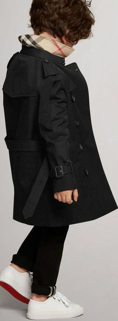 f4fcef91c9d6 Burberry Kids Boy Wiltshire Black Trench Coat. This classic black mini-me trench  coat