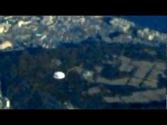 ▶ UFO Caught From Airplane - Seoul, South Korea - April 07, 2012 - YouTube