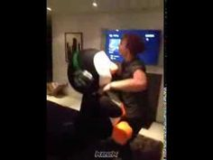 5 Seconds Of Summer - Keek - YOU'RE AN ANIMAL - YouTube ASHTON