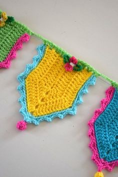 🌟Tante S!fr@ loves this📌🌟slow crochet garland - Häkelfieber Crochet Bunting, Crochet Garland, Crochet Curtains, Crochet Borders, Love Crochet, Crochet Flowers, Knit Crochet, Knitting Projects, Crochet Projects