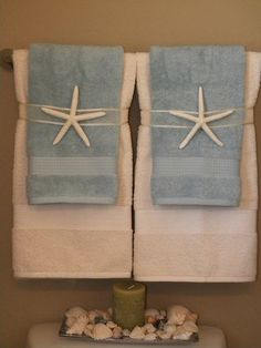Ideal for a towel display Cute if in a beach house or a guest room. Could change it up to go with themes, like a pinecone for a cabin. Beach Theme Bathroom, Nautical Bathrooms, Beach Room, Beach Bathrooms, Bathroom Theme Ideas, Beachy Bathroom Ideas, Towel Display, Shell Display, Style Deco