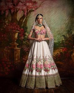 Find your wedding outfit from Sabyasachi Mukherjee SS 2016 indian bridal collection! From traditional lehengas to floral modern bridal options Indian Lehenga, Sabyasachi Lehenga Bridal, Floral Lehenga, Anarkali, Bollywood Saree, Sabyasachi Dresses, Lehenga Wedding, Bollywood Fashion, Indian Bridal Outfits