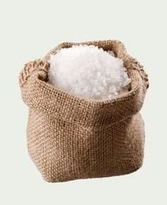 20 Frugal ways to use salt around your home and garden. Tips for using salt including cleaning tips, gardening tips, beauty tips, and natural remedies. Survival, Household Chores, Household Products, Epsom Salt, Frugal Tips, Natural Cleaning Products, Natural Products, Home Hacks, Natural Living