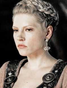 I never thought Lagertha as weak but, she married such a jerk and stayed with him for so long. I wish the show had shown what his people did to make her Earl. Had they all felt sorry for her? Did they feel she was justified in stabbing him in the eye? She look so frightened when that guy whacked off her husband's head. They just didn't give us anything.