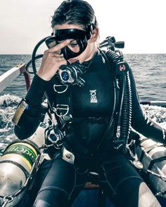 Scuba Diving for Beginners : Tips for Using Scuba Diving Regulator Women's Diving, Best Scuba Diving, Scuba Diving Gear, Cave Diving, David Beckham Suit, Diving Lessons, Scuba Lessons, Learn To Scuba Dive, Diving