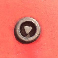 Opdracht 12 #anderskijken #sloten  De brandweer heeft dé sleutel die past.