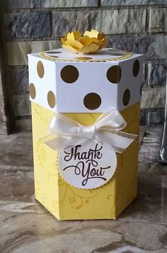 Stampin' Up! Demonstrator stampwithpeg – Hexagon Gift box : Thank you, Daffodil Delight. With instructions/Tutorial I love hexagon boxes, they always look 'a bit posh' and I also enjoy … Paper Gift Box, Paper Gifts, Diy Paper, Paper Boxes, Big Gift Boxes, Hexagon Box, Paper Box Template, Craft Box, Diy Box