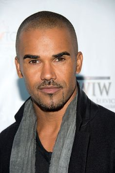 Actor Shemar Moore arrives at the ACT Today! Shemar Moore Shirtless, Sherman Moore, Handsome Black Men, Hommes Sexy, Hot Actors, Hair Photo, Fine Men, Criminal Minds, Attractive Men