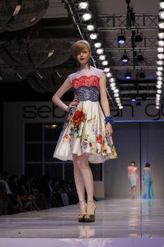 by sebastian gunawan Catwalk Fashion, Fashion Show, Women's Fashion, Fashion Design, Sebastian Gunawan, Woman Style, Ethnic Fashion, I Dress, Ready To Wear