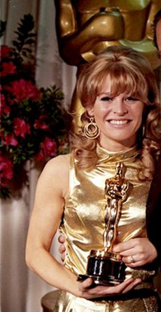 """Julie Christie 1965 winning the Oscar for her performance in the movie """"Darling"""". Academy Award Winners, Oscar Winners, Academy Awards, Old Hollywood Glam, Hollywood Actor, Classic Hollywood, Child Actresses, Female Actresses, Actors & Actresses"""