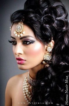 Hairstyle For Bride Suggestions Unique Wedding Hairstyles, Vintage Hairstyles, Bridal Hairstyle, Beautiful Girl Image, Beautiful Eyes, Brunette Beauty, Hair Beauty, Indian Bridal Makeup, Foto Art