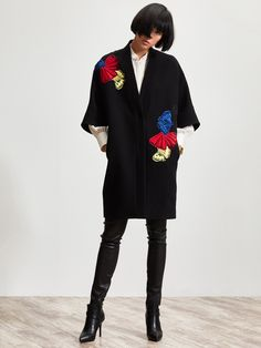 Vivid ginkgo embroidery introduces a flash of colour to this kimono style coat with its simple, modern design. It comes in black wool blend fabric and conveys laidback elegance. It is knee-length, with 3/4 sleeves.   Colors: Black  Ref: 1RA13R2