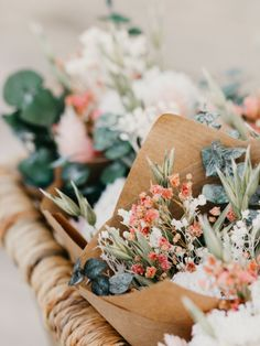 Mima a tus invitados con bonitos ramitos de flores secas Rosa preparados con amor por Rosa Cadaqués. Un regalo ideal.También podréis utilizarlos para vuestra decoración de mesa o en la ceremonia... Cada ramito estará envuelto en papel kraft y una cinta de rafia. #novedad #cottonbirdes #boda #detallesde boda #invitacionesdeboda  #instaboda  #inspiracionbodas #weddinginspiration #futurasnovias #blogboda #instawedding #boda2020 ##ramosdeflorseca #detalleinvitados #flores #rosacadaques… My Secret Garden, Bloom, Table Decorations, Florals, Plants, Beautiful, Amor, Dried Flower Bouquet, Flower Bouquets