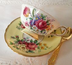 Paragon China Tea Cup & Saucer Teacup Set от NicerThanNewVintage