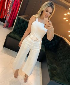 A imagem pode conter: 1 pessoa Casual Chic, Casual Wear, Casual Outfits, Cute Outfits, All White Party Outfits, Pants For Women, Clothes For Women, Western Dresses, Sweet Dress