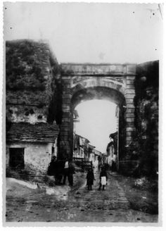 Porta da rúa Nova, Lugo; ca. 1905