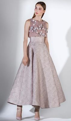 Saiid Kobeisy is a Lebanese fashion designer that presents 3 much-awaited couture, ready-to-wear, and bridal lines. Full Length Gowns, Mid Length Dresses, Short Dresses, Party Wear Dresses, Event Dresses, African Fashion Dresses, Fashion Outfits, Fashion 2018, Gown Dress Online