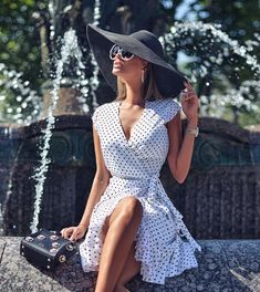 Pin by lara stone on looks elegante kleider, paris chic, kleidung. Cute Summer Outfits, Classy Outfits, Casual Outfits, Summer Dresses, Summer Clothes, Paris Chic, Fashion Mode, Look Fashion, Womens Fashion